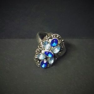 Jewelry - Vintage Style Blue Floral Ring